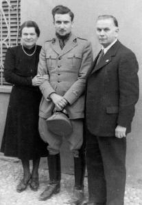 1942 - Eugenio Corti e i genitori 01